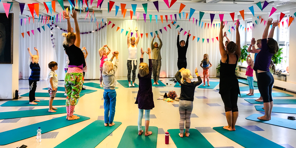 YogaBeez children's yoga teacher training